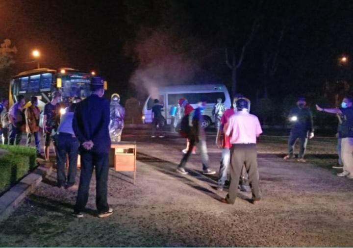 Ada 30 TKI Pulang dari Malaysia, Jalani Pemeriksaan dan Disemprot Desinsfektan