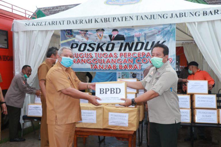 Safrial Serahkan Bantuan APD dari OPD Lingkup Pemkab Tanjab Barat
