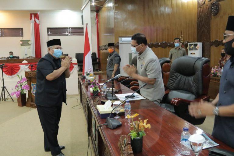 Rapat Paripurna DPRD, Bupati Tanjabbar Sampaikan LKPJ Tahun Anggaran 2019