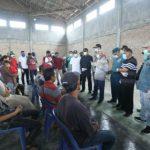 Tim gugus tugas pecegahan covid -19 Kabupaten Asahan melakukan pemeriksaan kesehatan terhadap 10 orang TKI yang baru tiba dari Malaysia di Pelabuhan Bagan Asahan, Minggu (05/04/2020).