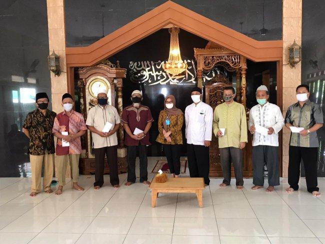 Anggota Fraksi PAN DPRD Kota Bekasi Sumbang Mesjid