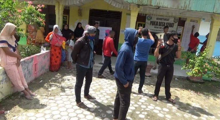 Penyaluran BST Diduga Tidak Tepat Sasaran Kantor Desa Sei Apung di Segel Masyarakat