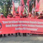 Ketua DPC PDIP Kabupaten Bekasi Bawa Ribuan Kader Datangi Polres Metro Bekasi