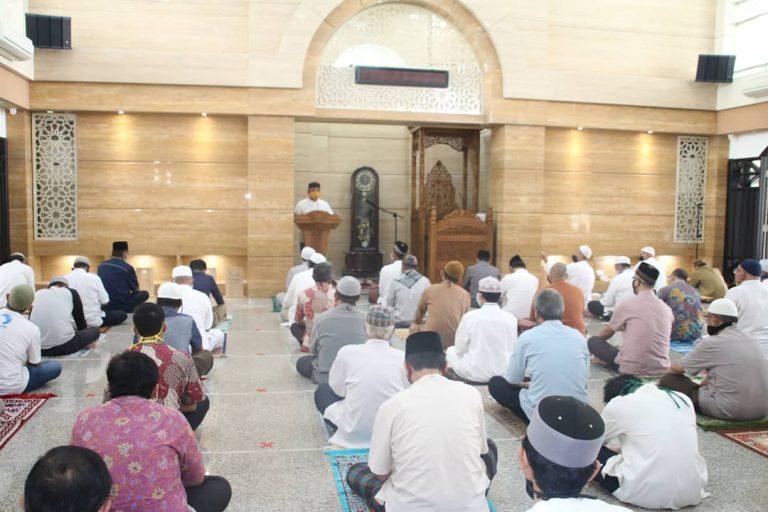Wali Kota Sholat Jumat Berjamaah Di Masjid Baabut Taubah Kemang Pratama