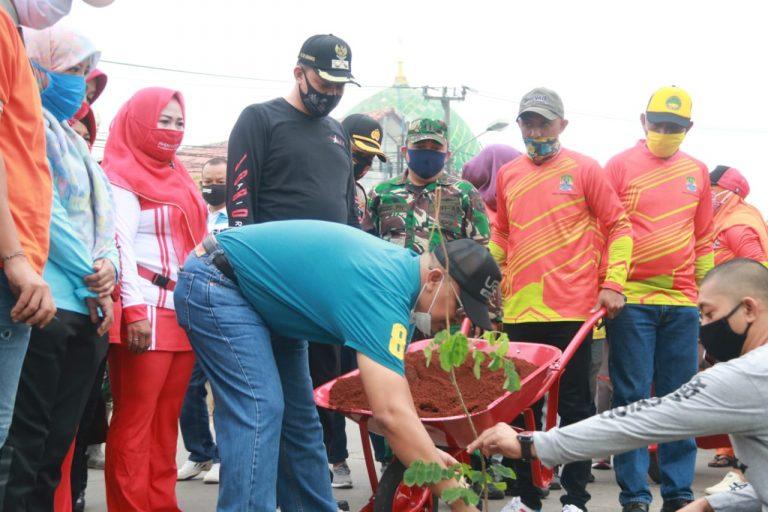 Wakil Walikota Bekasi Tanam Pohon Untuk Penghijauan Lingkungan
