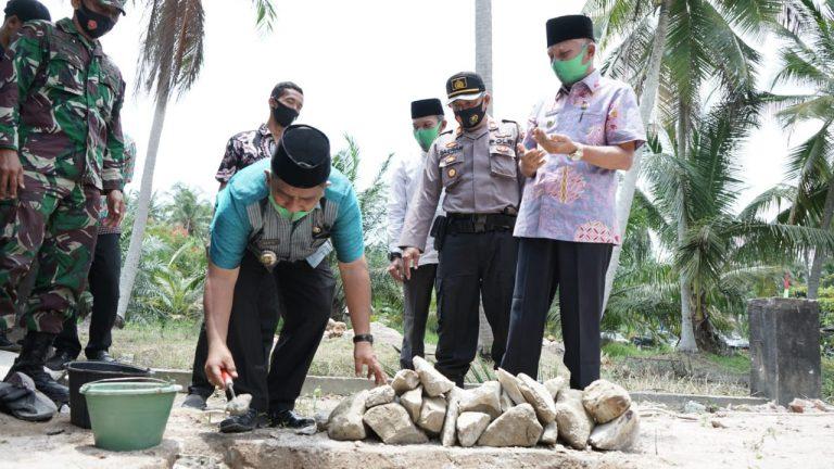 Bupati Asahan Lakukan Peletekan Batu Pertama Pondok Pesantren Tahfidz Taruna Qur'an Pematang Sei Baru