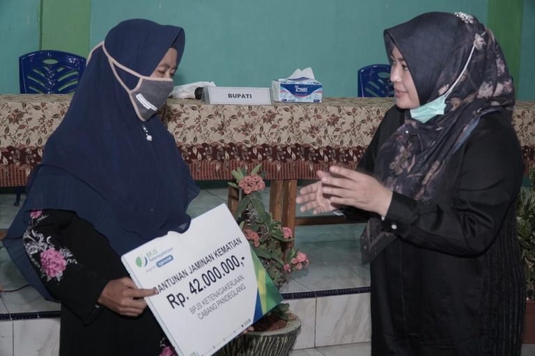 acara sosialisasi Jaminan Kecelakaan Kerja (JKK) dan Jaminan Kematian (JKM) bagi para Guru TKS, di Kantor PGRI Kecamatan Sukaresmi, Kamis (17/9/2020).