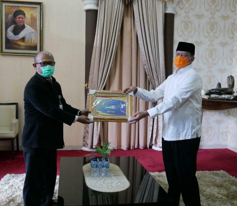 Gubernur Banten Wahidin Halim menerima Piagam Penghargaan dari Menteri Keuangan RI atas raihan predikat Wajar Tanpa Pengecualian (WTP) dari pemeriksaan Badan Pemeriksa Keuangan (BPK) RI pada Laporan Keuangan Pemerintah Daerah (LKDP) Tahun 2019.