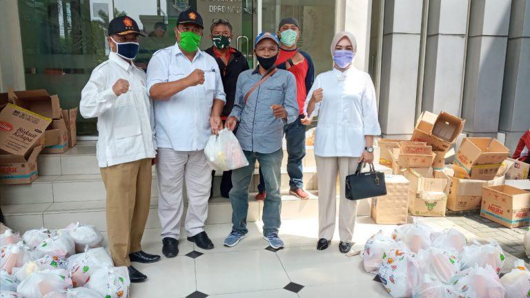 Fraksi Gerindra DPRD Kota Bekasi Bagikan Sembako Bagi Warga Terdampak Corona